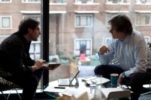 alan rusbridger, vito avantario while talking
